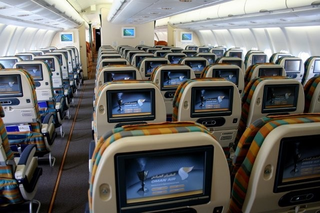 Oman Air scoops two titles at World Travel Awards 2015